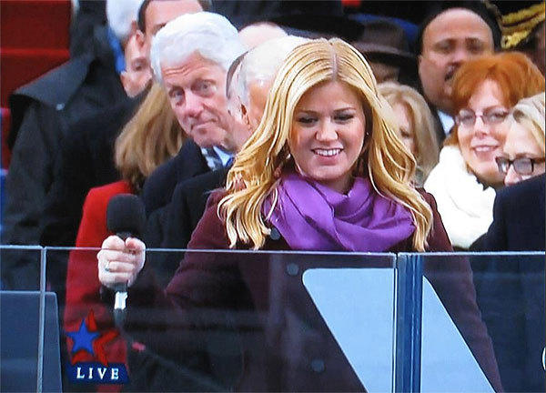 President Bill Clinton photobombs Kelly Clarkson during President Obama's inauguration.