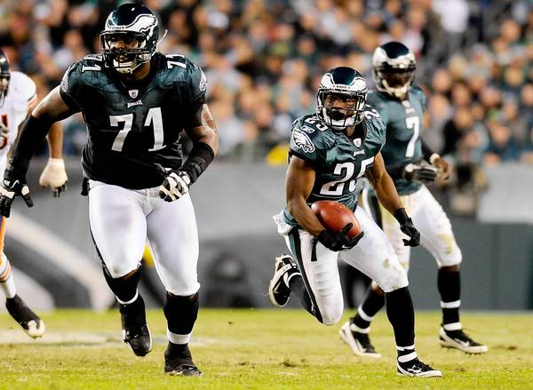 November 7, 2011;Philadelphia, PA, USA; Philadelphia Eagles running back Lesean McCoy (25) runs for a touchdown behind offensive tackle Jason Peters (71) in the game against the Chicago Bears at Lincoln Financial Field.
