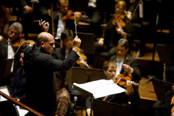 Members of the Dallas Symphony Orchestra with conductor  Jaap van Zweden in 2008.