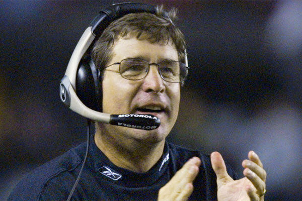 "Bill Callahan, shown coaching the Oakland Raiders in 2002, responded Wednesday to former players' allegations that he might have ""sabotaged"" Super Bowl XXXVII."