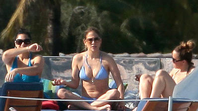 Jennifer Lopez cruises around Miami in a yacht