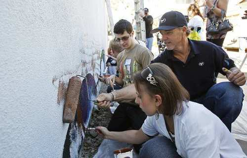 Wyland, center, paints a mural with Lisa Scognamiglio, 23, right, and Matt Guhl, 22, at the Glennwood House of Laguna Beach on Saturday. The Glennwood House is a residential facility for adults with developmental disabilities.