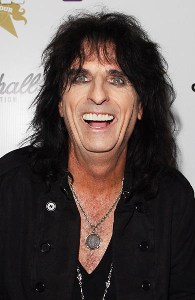 "Rock and roll icon <a class=""taxInlineTagLink"" id=""PECLB001121"" title=""Alice Cooper"" href=""/topic/entertainment/music/alice-cooper-PECLB001121.topic"">Alice Cooper</a> is still rocking at 62!"