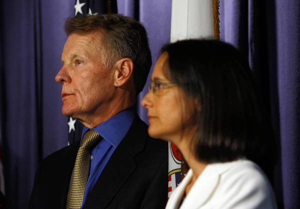 Illinois House of Representatives Speaker Michael Madigan and daughter Attorney General Lisa Madigan in 2009.