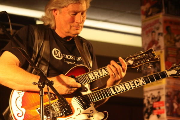 Brian Lonbeck, at the 2012 Guitar Geek Festival, returns for the 10th annual event in Anaheim this weekend.
