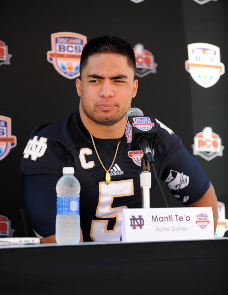 Manti Te'o meets the media prior to the BCS national championship game vs. Alabama.