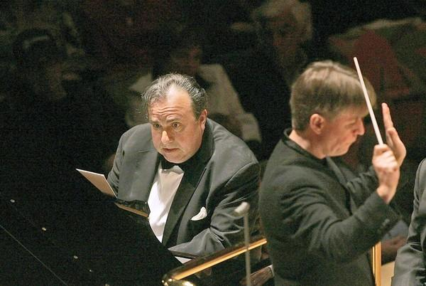 Yefim Bronfman plays piano as Esa-Pekka Salonen conducts the L.A. Philharmonic as they perform Piano Concerto by Salonen at the Walt Disney Concert Hall on May 29, 2008.