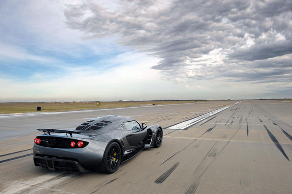 Hennessey's street-legal Venom GT accelerated from zero to 186 mph in just 13.63 seconds, establishing the vehicle as a new record holder. The acceleration time was an average of two runs made in opposite directions within one hour.