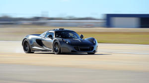 Watch Texas super-car roar to 186 mph, shatter acceleration record
