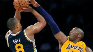 Lakers win in convincing fashion over Jazz, 102-84