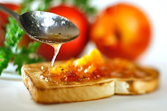 Perfumed nectarine jam meets toast. Cooking jam in small amounts, one feels free to experiment.