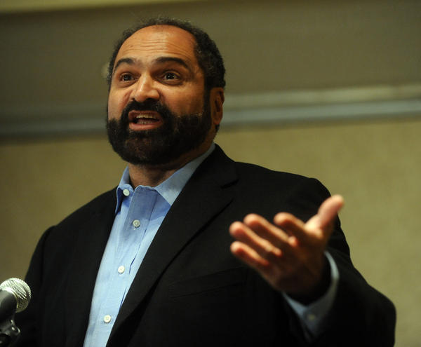 Penn State football great Franco Harris speaks to a room of Alumni and Penn State Supporters at the Radisson Hotel Valley Forge in King of Prussia on Thursday.