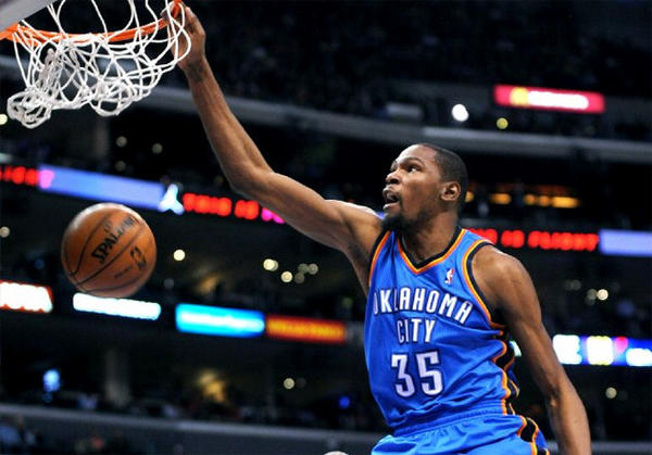 Thunder forward Kevin Durant finished with a game-high 32 points against the Clippers.