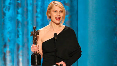 """Homeland's"" Claire Danes accepts the SAG award for lead female actor in a drama series."