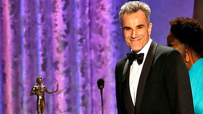 """Lincoln's"" Daniel Day-Lewis accepts the SAG award for lead actor."