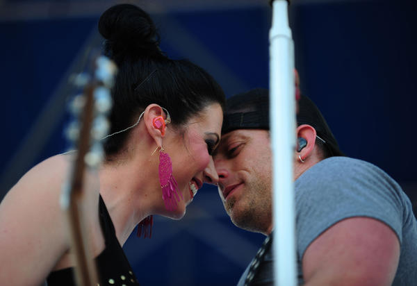 Shawna and Keifer Thompson of Thompson Square perform Sunday, Jan. 27,2013, in Pembroke Pines at the Kiss Country Chili Cookoff at C.B. Smith Park.