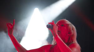 Ellie Goulding 'Lights' up Miami Beach