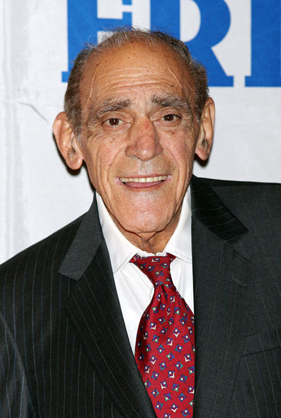 "Actor <a class=""taxInlineTagLink"" id=""PECLB003903"" title=""Abe Vigoda"" href=""/topic/entertainment/abe-vigoda-PECLB003903.topic"">Abe Vigoda</a> is looking pretty good at 90! He's still got a good amount of hair...too bad most of it is coming out of his ears."