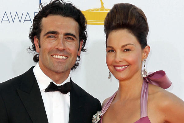 Dario Franchitti and Ashley Judd have decided to divorce, they announced Tuesday.