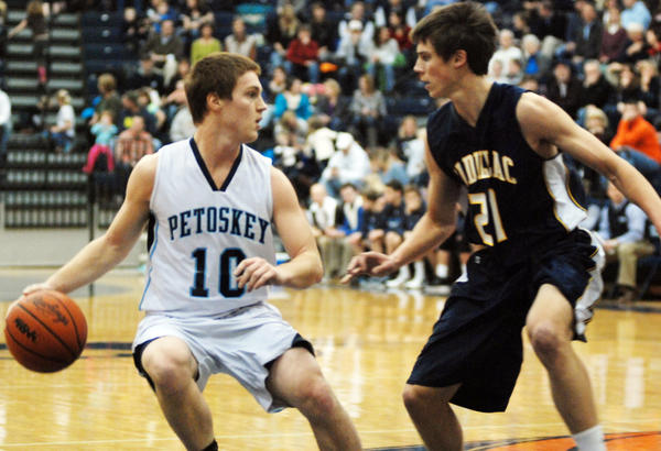 Petoskey senior guard Quinn Ameel had 10 points Tuesday as the Northmen fell to Traverse City Central, 31-30, in a Big North Conference contest in Traverse City. The loss was the second straight for the Northmen, who fall to 10-2 overall, 5-2 league.