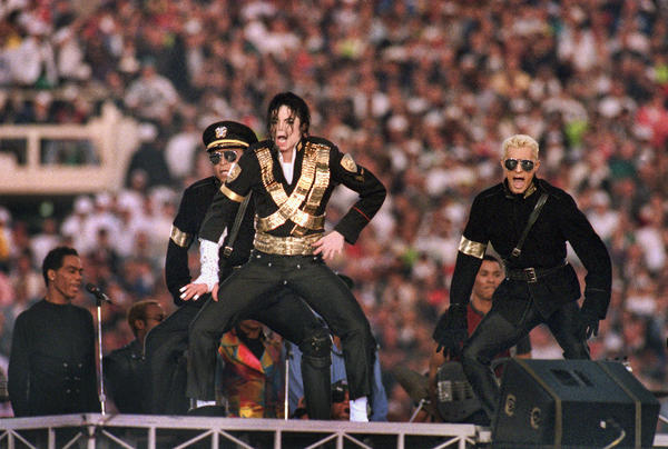 Michael Jackson performs during the Halftime show as the Dallas Cowboys take on the Buffalo Bills in Super Bowl XXVII at Rose Bowl on January 31, 1993 in Pasadena, California. The Cowboys won 52-17.<br></br>The first halftime show to have featured only one star performer was Michael Jackson.