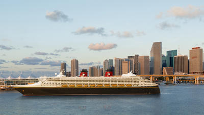Disney Wonder rules on the high seas