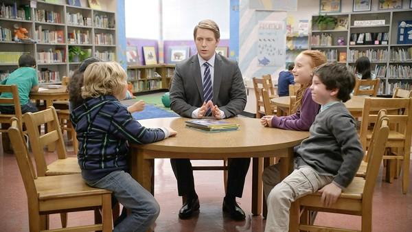 Actor Beck Bennett in a popular AT&T broadcast ad.