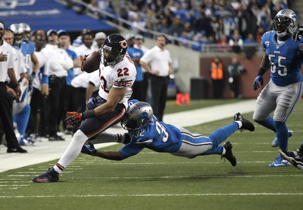 "Chicago Bears running back Matt Forte breaks ahead of Detroit Lions safety Don Carey. Forte sold his Vernon Hills home for $735,000. <a href=""/classified/realestate/ct-biz-0207-elite-street--20130207,0,7552587.story"">Full story</a>"