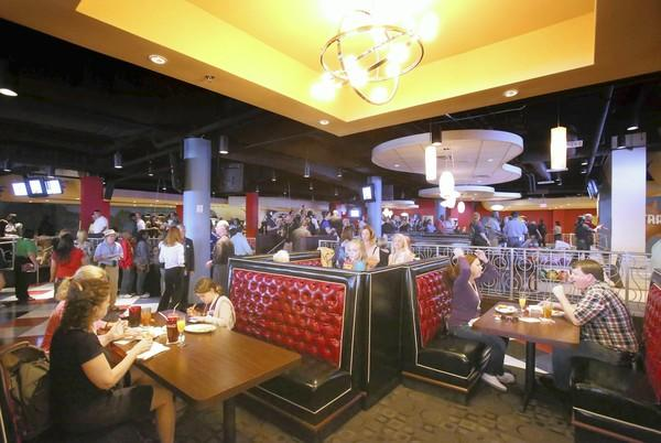 "Splitsville welcomes both kinds of ""bowl"" fans at its Super Bowl party on Sunday."