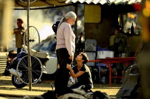 "Nina (Débora Falabella), the vengeful main character on her knees in the Brazilian Novella ""Avenida Brasil."""