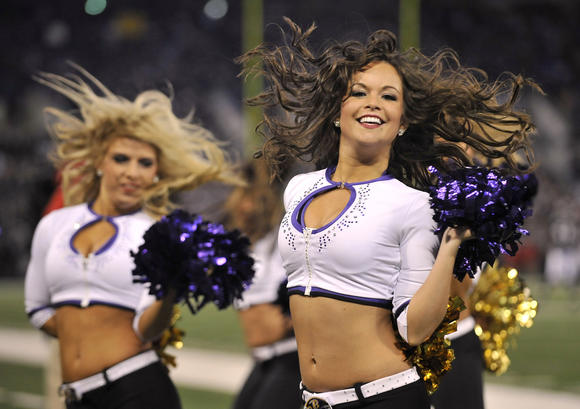 Ravens cheerleader Courtney Lenz