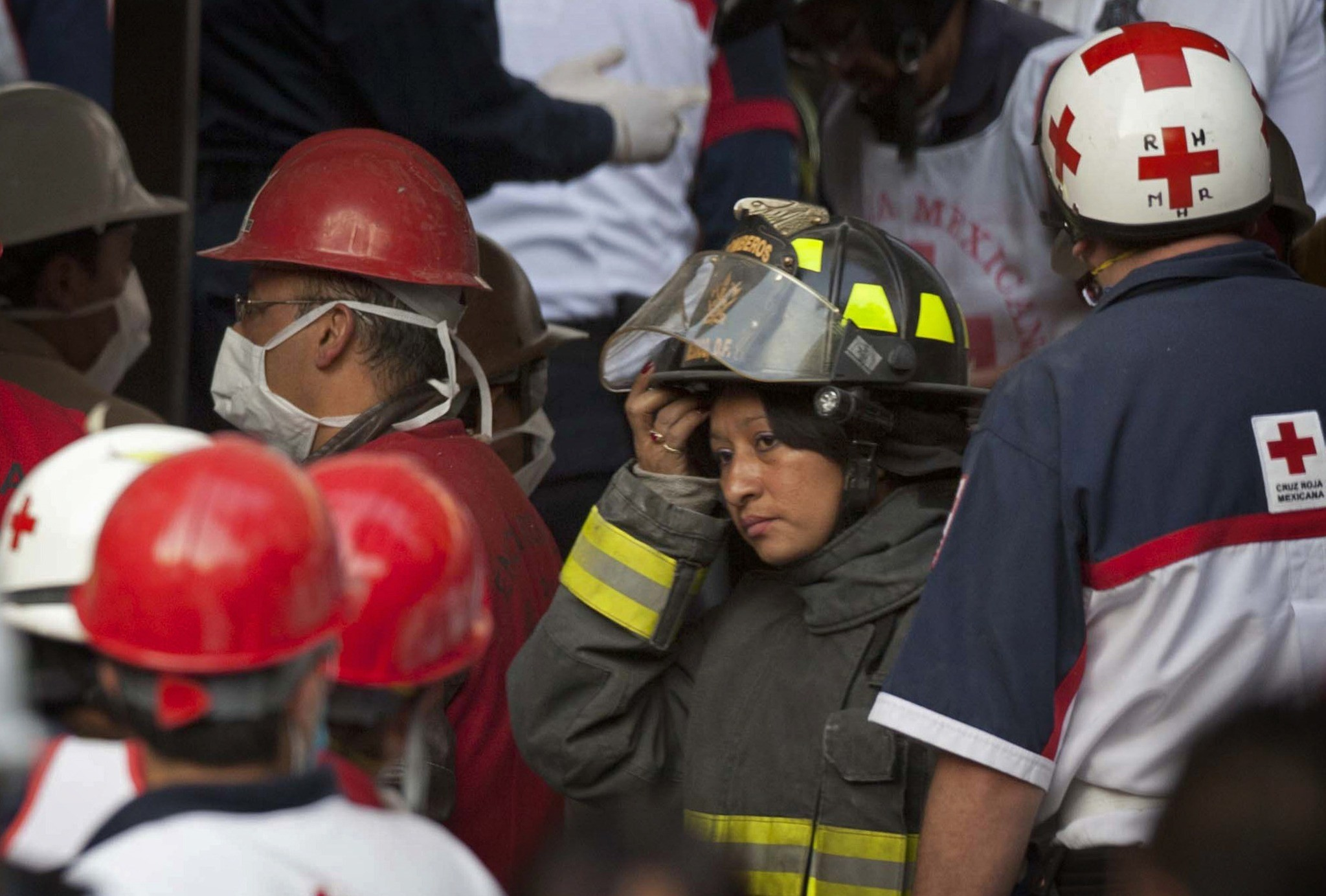 Pemex explosion in Mexico - Rescue workers and firefighters gather