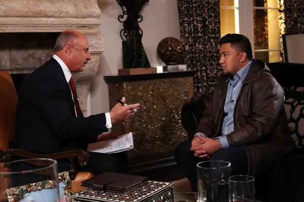 Dr. Phil McGraw talks with Ronaiah Tuiasosopo.