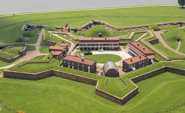50 things Baltimore foodies must try [Pictures] - Have a picnic at Fort McHenry.