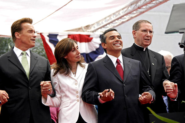 Antonio Villaraigosa, second from right, sings with his then-wife Corina, second from left, then-Gov. Arnold Schwarzenegger, left, and Cardinal Roger Mahony at Villaraigosa's mayoral inauguration ceremony on July 1, 2005.