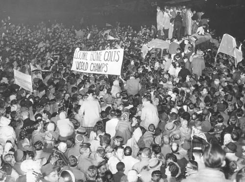 Fans welcome home '58 Colts after championship
