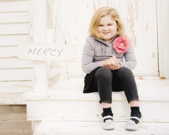 Mercy Doyle, the daughter of two Vanguard University alumni, has a neurological condition doctors have not been able to diagnose. Saturday, students will run in a 5K race to raise money for the 7-year-old¿s medical bills.