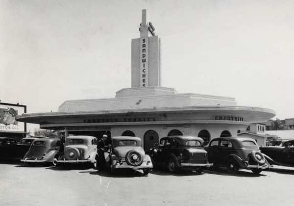 """Henry's restaurant, at Glendale and Colorado, is pictured in the mid-1940s when the movie """"Mildred Pierce"""" was made. It was later significantly remodeled and then demolished in 1984. The Los Angeles Federal Credit Union sits on that location now."""