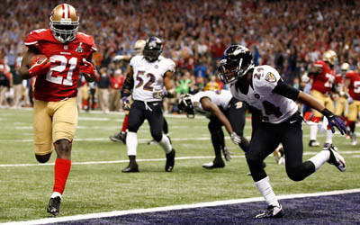 Frank Gore of the San Francisco 49ers runs in for a touchdown in the third quarter.
