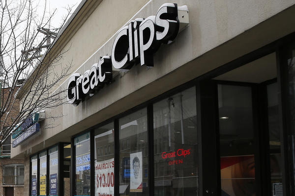 Chicago police units investigate a robbery at the Great Clips hair salon in the 1200 block of North Ashland Avenue today