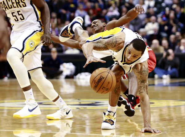 Indiana Pacers guard George Hill (R) chases a loose ball as Chicago Bulls guard Marquis Teague falls behind him during the first quarter of their NBA basketball game in Indianapolis, Indiana, February 4, 2013.