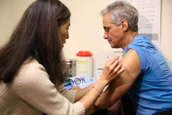Mayor Emanuel gets a flu shot at the Uptown Neighborhood Clinic.