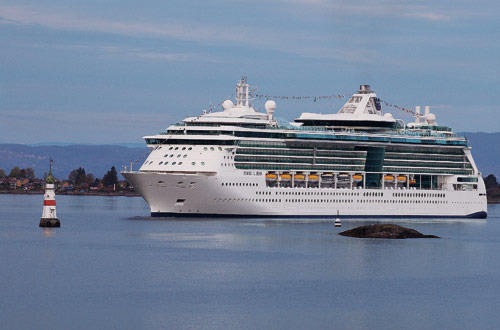 The Royal Caribbean Jewel of the Seas sails from the Po