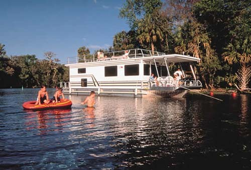 Florida Getaways of the Day - <b>West Volusia:</b> Houseboating on the St. Johns