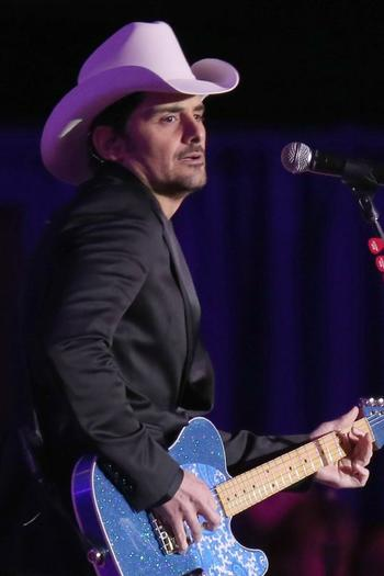 Brad Paisley lists Pacific Palisades house