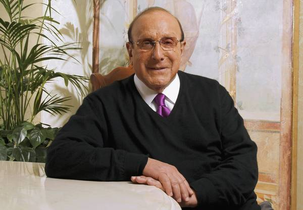 Veteran music industry exec Clive Davis will host his annual pre-Grammy bash on Feb. 11.