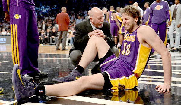 Pau Gasol suffered a tear of the plantar fascia in his right foot during the Lakers' win over the Brooklyn Nets, 92-83.