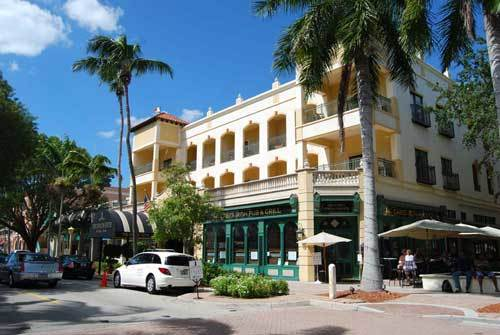 Florida Getaways of the Day - <b>Naples:</b> Elegant inn can anchor a shopping trip