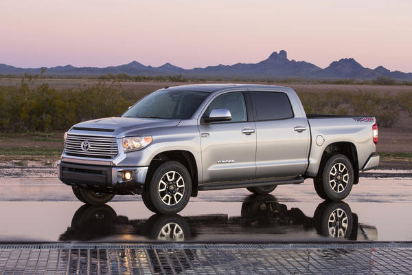 chicago auto show toyota unveils new tundra full size pickup latimes. Black Bedroom Furniture Sets. Home Design Ideas