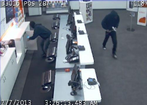 Police searching for 3 smash and grab burglars who hit a cellphone store in Pembroke Pines